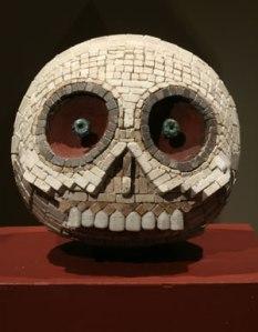 La foto la encontré en alguna parte, es una pieza prehispánica encontrada en algún lugar
