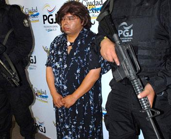 Acosador del Metro, vestido de mujer. ¿Ustedes se la creen?