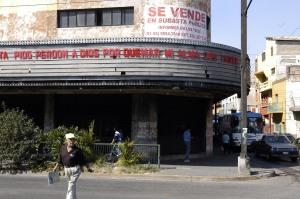 Un ejemplo de las intervenciones de Margolles, realizadas en cines tapatíos.