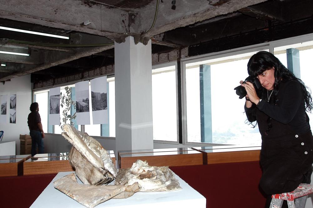 Teresa Margolles en una de sus exposiciones en OPA, Guadalajara, México. La foto es de Abraham Pérez