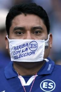 La afición acudió con cubrebocas y le taparon la boca a los mexicanos