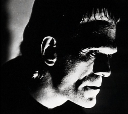 Boris Karloff caraterizado como el monstruo