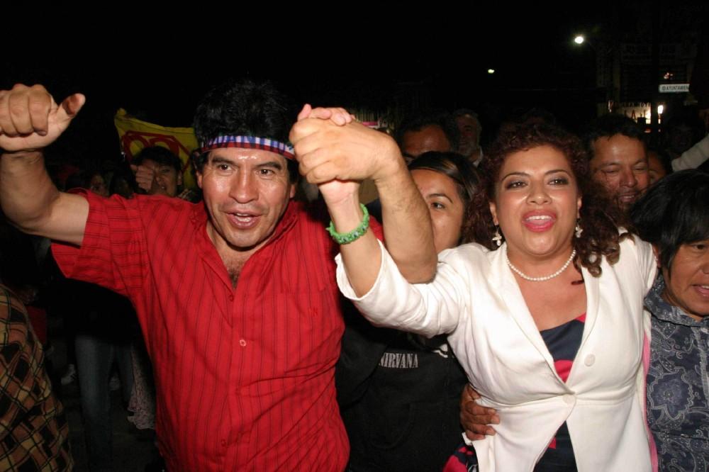 Como si fueran Pimpinela, Juanito y Clara Brugada ganaron Iztapalapa. La foto es de José Pazos