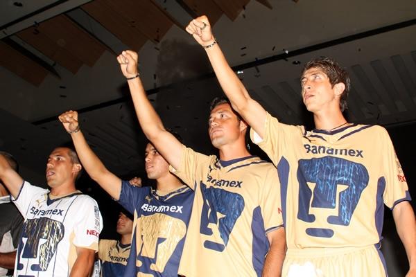 Éstos son los nuevos uniformes de los Pumas de la UNAM. Foto tomada de Mediotiempo