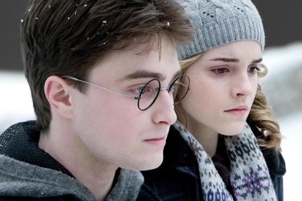 Daniel Radcliffe y Ema Watson en sus papeles de Potter y Hermione Granger