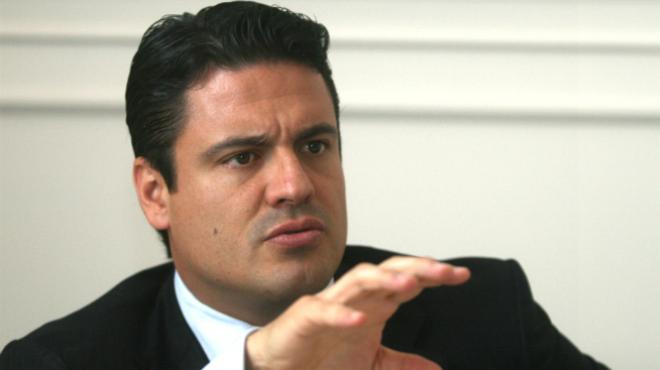 Aristóteles Sandoval a punto de atrapar a un maldito migrante delincuente menoscabador de los bienes de los tapatíos
